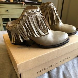 Freebird by Steven Lucy gray leather mules